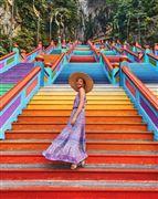 cầu thang 7 sắc cầu vồng tại Động Batu