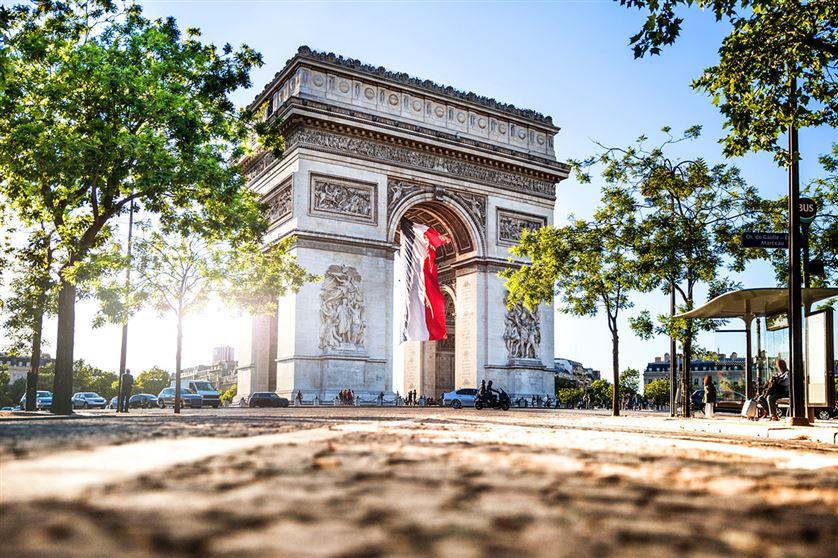 arc-de-triomphe-PARIS-iStock-576563448